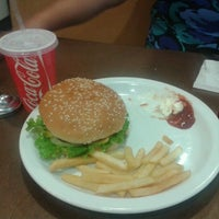 Photo taken at Comet Diner - Plaza Mundo 4 Etapa by Magaly P. on 11/26/2012