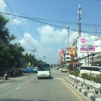 Photo taken at หมู่บ้านนักกีฬาแหลมทอง by ReviewbyBiere .. on 10/13/2016