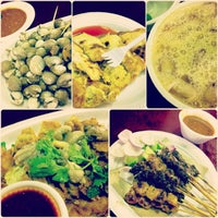 Photo taken at Newton Circus Food Centre by Yingvannie on 12/29/2012
