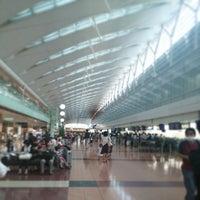 Photo taken at HND Terminal 2 by Masubuchi K. on 7/19/2013