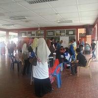 Photo taken at Sekolah Menengah Vokasional (ERT) by Ruzailee R. on 1/6/2013