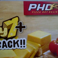 Photo taken at PHD (Pizza Hut Delivery) Kalimalang by -andre- on 11/10/2012