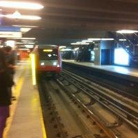 Das Foto wurde bei Metro La Cisterna von Jamesbits C. am 12/23/2012 aufgenommen