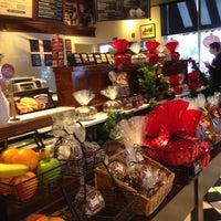 Photo taken at Corner Bakery Cafe by Lizangeles G. on 12/6/2012