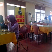 Photo taken at Restoran Taman Pringjajar by Danu C. on 9/12/2014