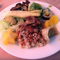 Photo taken at Lótus Restaurante Vegetariano by Edgar d. on 2/14/2013
