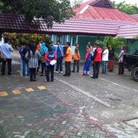 Photo taken at Dinas Tata Ruang dan Pengawasan Bangunan by Andi H. on 5/10/2013