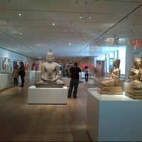 Photo taken at The Art Institute of Chicago by Weird Woman on 2/24/2013