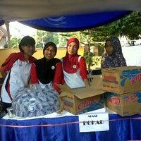 Photo taken at Universitas Negeri Makassar by Ratna S. on 8/17/2013