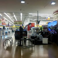 Photo taken at Centro Comercial Éxito 51B by Michel L. on 3/31/2013