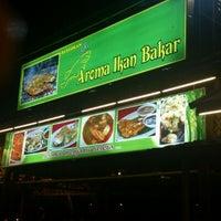Photo taken at Aroma Ikan Bakar by Muhammad H. on 1/24/2013
