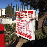 Photo taken at In-N-Out Burger by Matthew W. on 11/9/2014