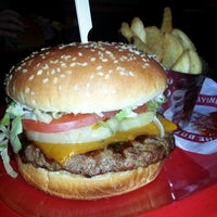 Photo taken at Red Robin Gourmet Burgers by Shannon C. on 1/7/2014