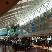 Photo taken at Tokyo (Haneda) International Airport (HND) by Banu💗🎻 on 9/25/2013