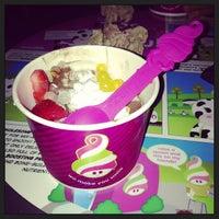 Photo taken at Menchie's Frozen Yogurt by Karina R. on 9/6/2013