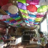 6/22/2013 tarihinde Gülsemin ç.ziyaretçi tarafından Savor Cafe'de çekilen fotoğraf