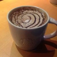 Das Foto wurde bei Starbucks von Erden S. am 12/27/2015 aufgenommen
