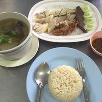 Photo taken at ข้าวมันไก่ ซอยท่าข้าม 7 by Pimkunut L. on 8/15/2015