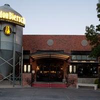 Photo taken at Gordon Biersch Brewery Restaurant by Johnny D. on 7/23/2014