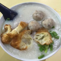 Photo taken at Chai Chee Pork Porridge by Jaymz 林. on 11/10/2015