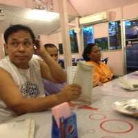 Photo taken at ร้านอาหารปลาใหญ่ ไผ่เขียว ลาดกระบัง by onitsukul G. on 5/4/2012