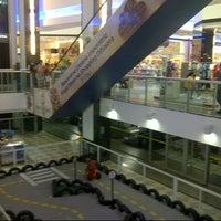 Photo taken at Shopping Difusora by Rafael G. on 3/29/2013
