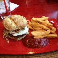 Photo taken at Red Robin Gourmet Burgers by D.j. L. on 1/23/2013