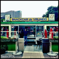 Photo taken at Snackcar de Vrijheid by Fauzia J. on 8/30/2013