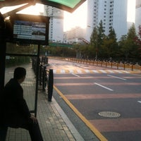 Photo taken at 동막초등학교,호수마을계룡리슈빌,어울림 (ID:29-820) by Moon100(H.G) K. on 10/18/2012