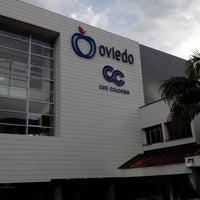 Foto tomada en Centro Comercial Oviedo por Cesc Q. el 10/10/2013