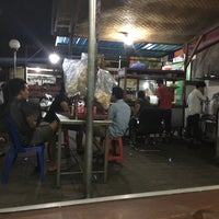 Photo taken at Tahu Tek & Tahu Telor Warung 98 by Alethia H. on 12/4/2015