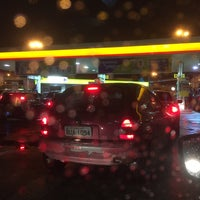 Photo taken at Posto Carrefour (Shell) by Walter Arthur N. on 5/18/2016