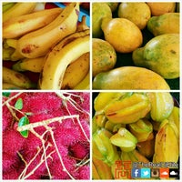 Photo taken at Kahuku Land Farms Fruit Stand by DJ ELITE on 12/27/2014