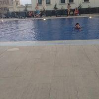 Photo taken at uptiwins havuz by Betül Ç. on 7/28/2015