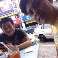 Photo taken at Restoran Hassan Ayam Kampung by audea9man on 4/19/2016
