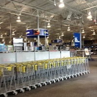 Photo taken at Best Buy by Misa S. on 2/3/2013