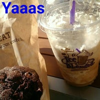 Photo taken at The Coffee Bean & Tea Leaf® by Shayna on 9/30/2015