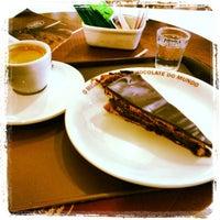 Photo taken at O Melhor Bolo de Chocolate do Mundo by Ezio A. on 11/29/2013