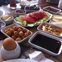 Photo taken at Şarköy Çiftlik Şarküteri & Kahvaltı by Burak Y. on 10/25/2012