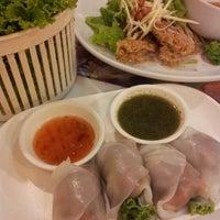 Photo taken at Joe Restaurant (โจเรส) by Toeichan B. on 5/29/2013