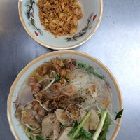 Photo taken at Hủ tíu Mỹ Tho đặc biệt by Sơn U. on 1/15/2014