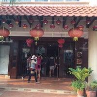 Photo taken at Restaurant Lu Yeh Yen by Du Lịch Huế on 3/2/2014
