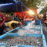 Photo taken at Pasar Malam Bandar Baru Bangi by Ross Lee on 3/2/2013