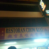 Photo taken at Restoran Chow Kiat by Naoko on 7/28/2012