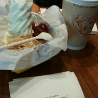 Photo taken at J.Co Donuts & Coffee by Jessica S. on 8/22/2016