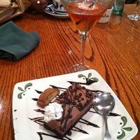 Photo taken at Olive Garden by Zuelyn C. on 5/7/2013