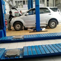 Photo taken at Astra Daihatsu Asia Afrika by Famtazul A. on 2/21/2013