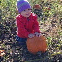 Photo taken at Klackle's Orchard by A R. on 10/11/2014