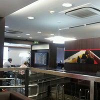 Photo taken at Lounge HSBC Premier by Rodrigo D. on 2/26/2013