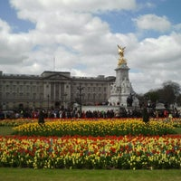 Photo taken at Buckingham Palace by Inna S. on 5/2/2013